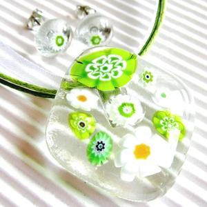 NEMESACÉL: Borsóvirág üveg medál és fülbevaló, millefiori, üvegékszer szett, Ékszer, Ékszerszett, Ékszerkészítés, Üvegművészet, Muránói áttetsző ékszerüvegből és zöld-fehér millefiori virág-gyöngyből olvasztottam az üde, friss m..., Meska
