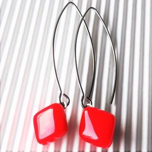 Orvosi fém alapon Narancs rombusz francia kapcsos üveg fülbevaló, üvegékszer, minimal ékszer - Meska.hu