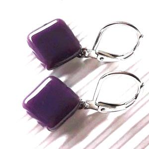 Orgonalila rombusz franciakapcsos üveg fülbevaló, ORVOSI FÉM, üvegékszer, minimal, Ékszer, Fülbevaló, Pötty fülbevaló, Ékszerkészítés, Üvegművészet, Meska