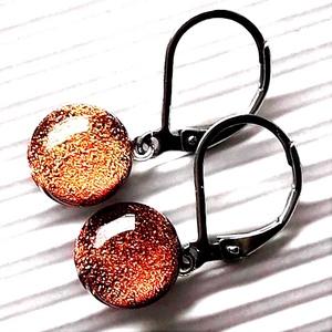 Narancs-arany ragyogás dichroic üveg fülbevaló franciakapcsos orvosi fém alapon , üvegékszer - Meska.hu