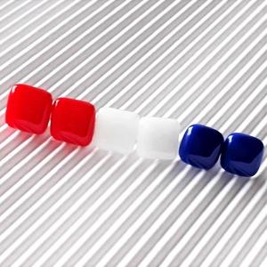 Párizsi tavasz üveg kocka fülbevaló csomag orvosi fém alapon , minimal, trendi, üvegékszer szett, Ékszer, Fülbevaló, Pötty fülbevaló, Ékszerkészítés, Üvegművészet, Meska