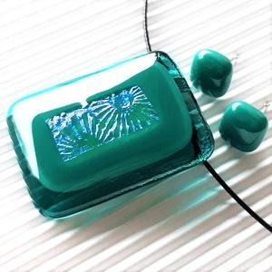 Tavirózsa smaragd tóban maxi üveg medál és fülbevaló orvosi fém bedugón, üvegékszer szett - Meska.hu