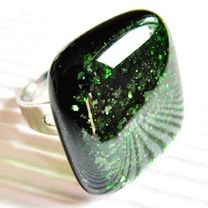 Szikrázó mohaszőnyeg sötétzöld üveg gyűrű, üvegékszer - Meska.hu
