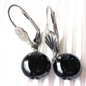 Csillagfény szikrázó kék aventurin lógós üveg fülbevaló design orvosi fém akasztón, üvegékszer - ékszer - fülbevaló - lógós kerek fülbevaló - Meska.hu