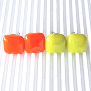 Narancs - banánzöld üveg fülbevaló csomag orvosi fém bedugós alapon, üvegékszer szett, Ékszer, Fülbevaló, Pötty fülbevaló, Ékszerkészítés, Üvegművészet, Meska
