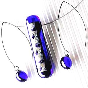 Ezüst fényű holdsugár elegáns üveg medál és design fülbevaló ORVOSI FÉM akasztón, üvegékszer szett - Meska.hu