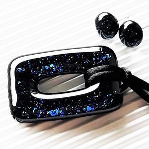 Csillagfényes éjszaka sötétkék maxi fémmentes elegáns üveg medál és fülbevaló orvosi fém bedugón, üvegékszer szett, Ékszer, Ékszerszett, Ékszerkészítés, Üvegművészet, Meska