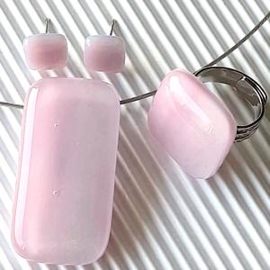 Fátyolos rózsaszín maxi üveg medál, gyűrű és fülbevaló ORVOSI FÉM bedugón, üvegékszer szett, Ékszer, Ékszerszett, Ékszerkészítés, Üvegművészet, Meska