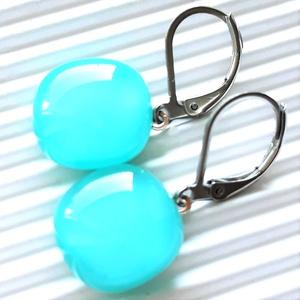 Akvamarin franciakapcsos üveg fülbevaló orvosi fém alapon, üvegékszer, minimal ékszer - Meska.hu