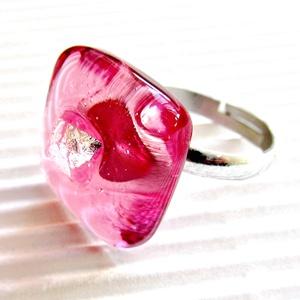 Ezüstös málna üveg gyűrű, üvegékszer, Ékszer, Gyűrű, Statement gyűrű, Áttetsző málna színű alapon, ezüst dichroic-kal díszített könnyű gyűrűcske. Nagyon mutatós, nagyon n..., Meska