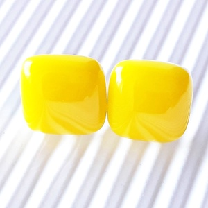 Nárcisz - élénk sárga kocka üveg fülbevaló ORVOSI FÉM bedugón, üvegékszer - Meska.hu