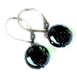 Szikrázó mohaszőnyeg extra hosszú, lógós design üveg fülbevaló orvosi fém alapon, üvegékszer - ékszer - fülbevaló - lógós kerek fülbevaló - Meska.hu
