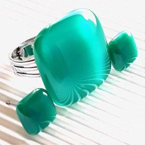 Hamvas smaragd üveg kocka gyűrű és fülbevaló orvosi fém alapon, üvegékszer szett - Meska.hu