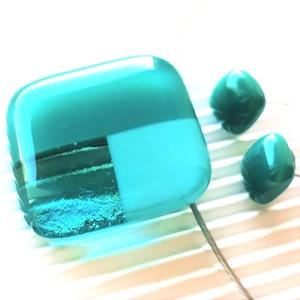 Tengerkékek - tengerzöldek mozaik üveg medál és fülbevaló orvosi fém bedugón, üvegékszer szett - Meska.hu