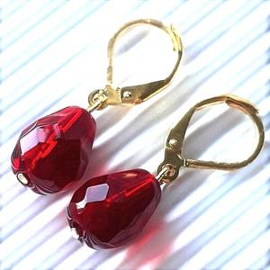 Gránát kristálycsepp gyöngy fülbevaló arany színű akasztón, üveggyöngy, Ékszer, Fülbevaló, Lógó csepp fülbevaló, Ékszerkészítés, Gyöngyfűzés, gyöngyhímzés, Meska