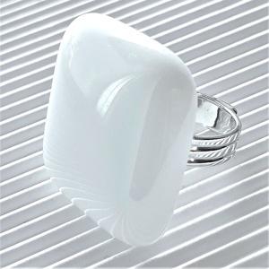 Hófehér maxi üveg gyűrű, üvegékszer, Ékszer, Gyűrű, Statement gyűrű, Ékszerkészítés, Üvegművészet, Meska