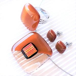 Aranyló barack-karamell medál, gyűrű és fülbevaló orvosi fém bedugón, nyaklánc, üvegékszer szett, Ékszer, Ékszerszett, Ékszerkészítés, Üvegművészet, Meska