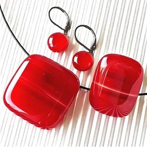 Lángoló szenvedély meggypiros üveg kocka medál, elegáns gyűrű és franciakapcsos orvosi fém fülbevaló, üvegékszer szett, Ékszer, Ékszerszett, Ékszerkészítés, Üvegművészet, AKCIÓ – HÁROM BÁRMILYEN ÉKSZER VÁSÁRLÁSAKOR A HARMADIK FÉLÁRON!\n\nGyönyörű, mély tónusú, meggypiros é..., Meska