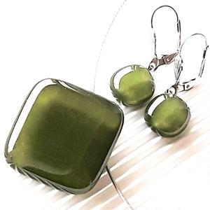 Mohazöld üveg rombusz medál és franciakapcsos fülbevaló orvosi fém akasztón, üvegékszer szett, Ékszer, Ékszerszett, Ékszerkészítés, Üvegművészet, Meska