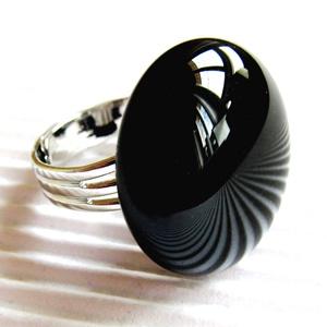Éjfekete kerek üveg gyűrű, üvegékszer, Ékszer, Gyűrű, Statement gyűrű, Ékszerkészítés, Üvegművészet, Éjfekete üvegből olvasztott kerek gyűrű. Mutatós, elegáns ékszer, alkalomra is tökéletes. Boltomban ..., Meska