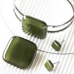 Mohazöld üveg kocka medál, karkötő fém pánton és fülbevaló, NEMESACÉL/ORVOSI FÉM, minimal, üvegékszer szett, Ékszer, Ékszerszett, Ékszerkészítés, Üvegművészet, Meska