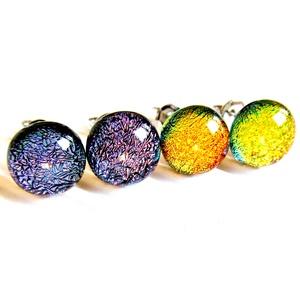 Viola lila és arany-narancs szikrázó üveg fülbevalók orvosi fém bedugón, üvegékszer szett, Ékszer, Fülbevaló, Pötty fülbevaló, Ékszerkészítés, Üvegművészet, Meska