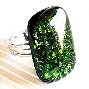Szikrázó mohaszőnyeg elegáns üveg gyűrű, üvegékszer - ékszer - gyűrű - statement gyűrű - Meska.hu