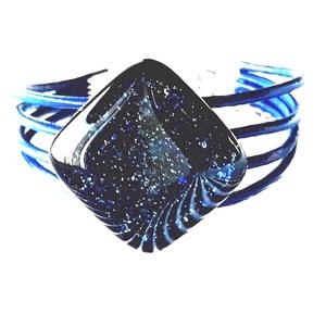 Csillagfényes éjszaka sötétkék üveg-bőr karkötő, üvegékszer - Meska.hu