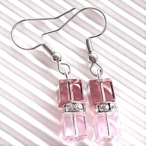 Arwen üveg gyöngy lógós fülbevaló nemesacél akasztón, üveggyöngy ékszer - ékszer - fülbevaló - lógó fülbevaló - Meska.hu