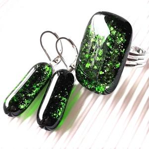 Szikrázó mohaszőnyeg elegáns üveg gyűrű és fülbevaló franciakapcsos, orvosi fém akasztón, üvegékszer szett, Ékszer, Ékszerszett, Ékszerkészítés, Üvegművészet, Meska
