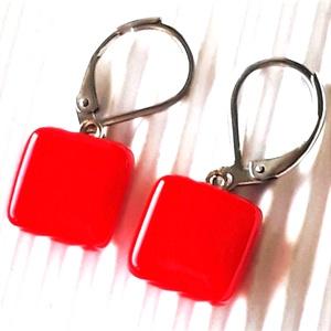 Piros kocka üveg fülbevaló franciakapcsos, orvosi fém akasztón, üvegékszer, minimal ékszer, Ékszer, Fülbevaló, Lógó fülbevaló, Ékszerkészítés, Üvegművészet, Meska