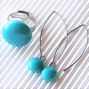 Akvamarin kerek gyűrű és lógós fülbevaló orvosi fém design akasztón, üvegékszer szett, Ékszer, Ékszerszett, Ékszerkészítés, Üvegművészet, Meska