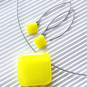 Citromsárga kocka üveg medál és design fülbevaló orvosi fém akasztón, üvegékszer szett, Ékszer, Ékszerszett, Ékszerkészítés, Üvegművészet, Meska