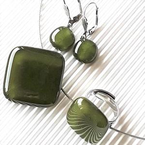 Mohazöld üveg rombusz medál, gyűrű és franciakapcsos fülbevaló NEMESACÉL/ORVOSI FÉM, üvegékszer szett - ékszer - ékszerszett - Meska.hu