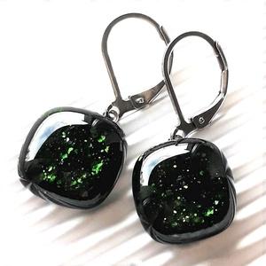 Szikrázó mohaszőnyeg maxi sötétzöld rombusz francia kapcsos üveg fülbevaló, üvegékszer - ékszer - fülbevaló - lógó fülbevaló - Meska.hu
