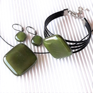 Mohazöld üveg rombusz medál, karkötő és fülbevaló orvosi fém franciakapcsos akasztón, üvegékszer szett - Meska.hu