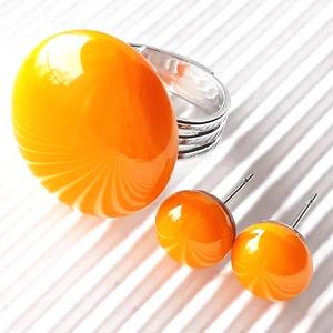 Okker sárga kerek üveg gyűrű és fülbevaló orvosi fém bedugón, üvegékszer szett, Ékszer, Ékszerszett, Ékszerkészítés, Üvegművészet, Meska