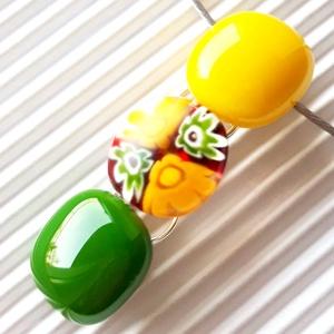 Harmatos nárcisz virág-gyöngysor üveg medál, nyaklánc, millefiori, virág, üvegékszer, Ékszer, Nyaklánc, Medálos nyaklánc, Ékszerkészítés, Üvegművészet, Nárcisz sárga - a citrom és napsárga közötti árnyalat - és fűzöld ékszerüvegből olvasztottam a gyöng..., Meska