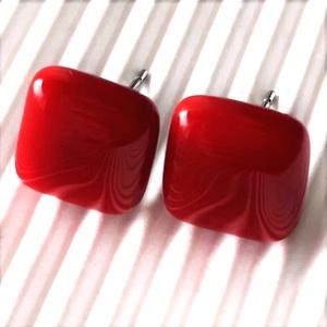 Orvosi fém alapon Meggypiros kocka üveg fülbevaló, üvegékszer, Ékszer, Fülbevaló, Pötty fülbevaló, Ékszerkészítés, Üvegművészet, AKCIÓS CSOMAGÁRAK orvosi fém kocka bedugós fülbevalókra:\n\n2 pár egy kosárban vásárlása esetén: 1.150..., Meska