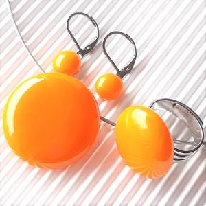 Okker sárga kerek üveg medál, gyűrű és pötty fülbevaló franciakapcsos akasztón, NEMESACÉL/ORVOSI FÉM,üvegékszer szett, Ékszer, Ékszerszett, Ékszerkészítés, Üvegművészet, Meska
