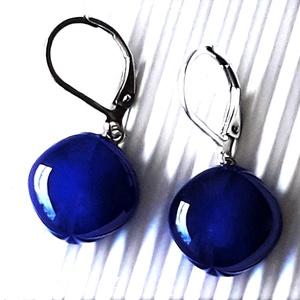 Tengerészkék lógós rombusz üveg fülbevaló minimal orvosi fém alapon, üvegékszer, Ékszer, Fülbevaló, Lógó fülbevaló, Ékszerkészítés, Üvegművészet, Meska