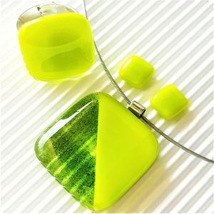 Arany-zöld csillám - banánzöld duó üveg medál és bedugós fülbevaló, üvegékszer szett, Ékszer, Ékszerszett, Ékszerkészítés, Üvegművészet, Meska