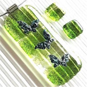 Pillangótánc elegáns üveg medál és fülbevaló, NEMESACÉL/ORVOSI FÉM, minimal, üvegékszer szett, Ékszer, Ékszerszett, Ékszerkészítés, Üvegművészet, Meska