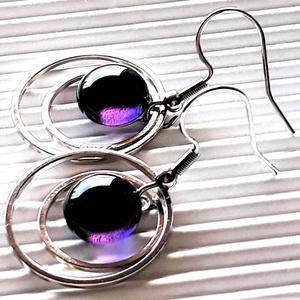 Lila igéző ametiszt pötty üveg fülbevaló nemesacél akasztón, üvegékszer, Ékszer, Fülbevaló, Lógós kerek fülbevaló, Ékszerkészítés, Üvegművészet, Meska