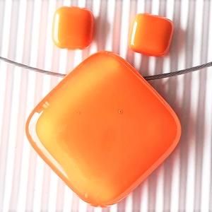 Selymes mandarin rombusz üveg medál és fülbevaló orvosi fém bedugón, üvegékszer szett, Ékszer, Ékszerszett, Ékszerkészítés, Üvegművészet, Meska