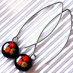 Fekete virágfolyó millefiori üveg fülbevaló ORVOSI FÉM design akasztón, üvegékszer , Ékszer, Fülbevaló, Lógós kerek fülbevaló, Ékszerkészítés, Üvegművészet, Meska
