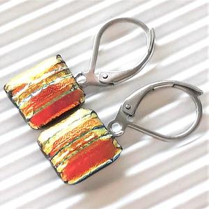 Arany- piros szárnyú szentjánosbogárka dichroic üveg fülbevaló arany színű franciakapcsos akasztón, üvegékszer - ékszer - fülbevaló - lógó fülbevaló - Meska.hu