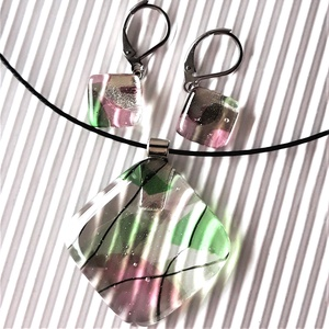 AKCIÓ! - Vadrózsabokor üveg medál és franciakapcsos fülbevaló orvosi fém alapon, üvegékszer szett - Meska.hu