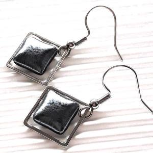 Orvosi fém alapon Ezüst-metál fény minimal üveg lógós franciakapcsos fülbevaló, üvegékszer - Meska.hu