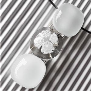 Selymes fehér virág-gyöngysor üveg medál, nyaklánc, millefiori, virág, üvegékszer, esküvői ékszer, Ékszer, Nyaklánc, Medálos nyaklánc, Ékszerkészítés, Üvegművészet, Meska